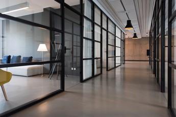 Transport biura, jak nie ponieść strat i nie zawieszać firmy? - image