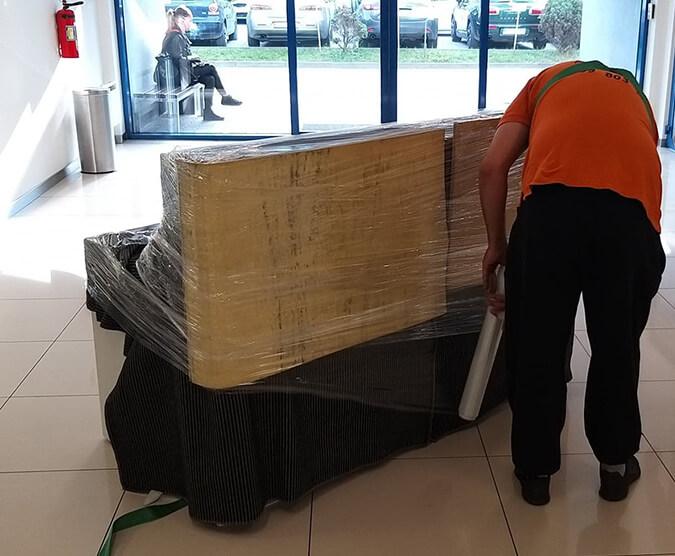 Przeprowadzki firmy w Krakowie, pakowanie mebli